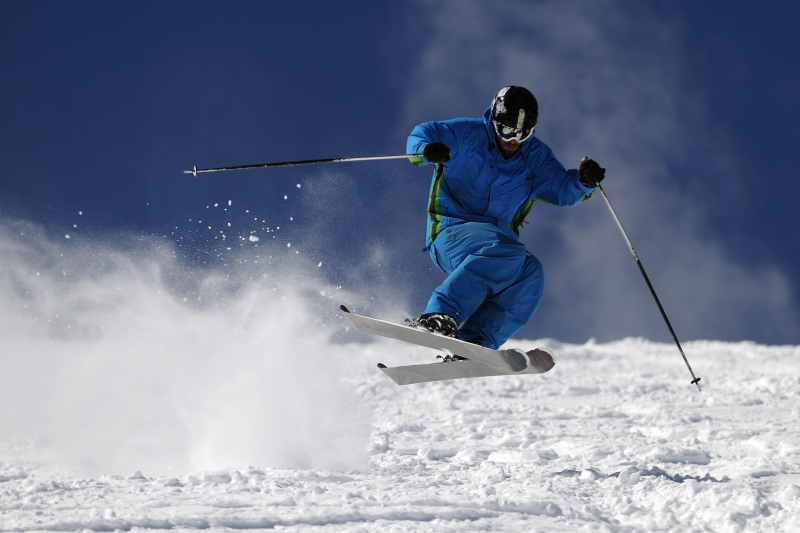 632651-skier