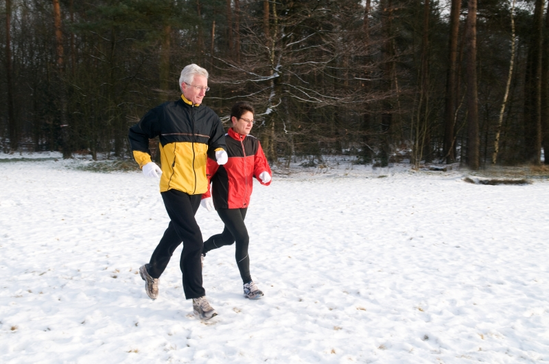 558436-running-in-the-snow